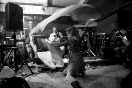 Fotoreportáž Karla Cudlína z Večera Revolver Revue  v café V lese